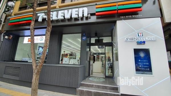 세븐일레븐이 1일 서울 중구 수표로에 세븐일레븐 시그니처 DDR 로드샵 1호점을 오픈했다. [사진=이준호 기자]