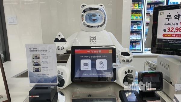 세븐일레븐 시그니처 매장에 배치된 인공지능결제로봇 '브니' [사진=이준호 기자]